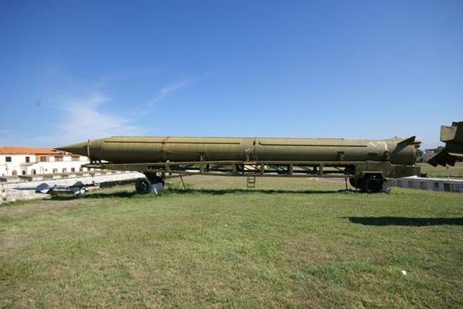 Tên lửa R-12 có thể bắn xa ở cự ly hơn 2000km. Ảnh: VnExpress