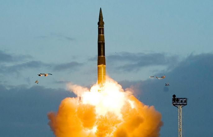 Tên lửa RS -12M Topolai khai hỏa. Ảnh: Thanh niên