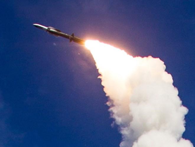 Tên lửa Standard Missile-6 khai hỏa. Ảnh: ANTĐ