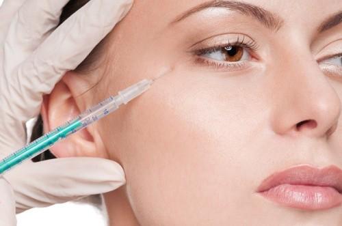 Tiêm botox giảm nếp nhăn ở mắt cực kỳ nguy hiểm. Ảnh minh họa