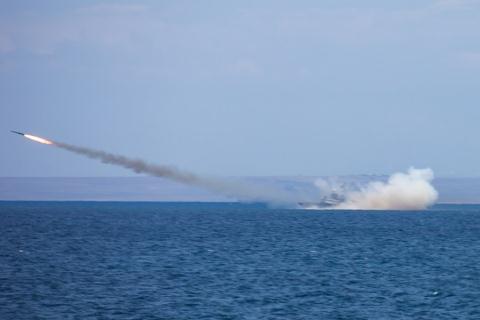 Tên lửa Moskit phóng từ biển. Ảnh: Đất Việt