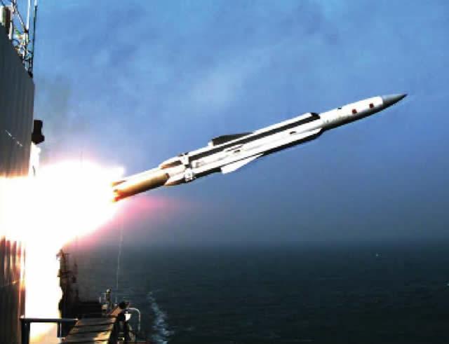 Tên lửa YJ-12 của Trung Quốc diệt mục tiêu trên biển. Ảnh: Đất việt