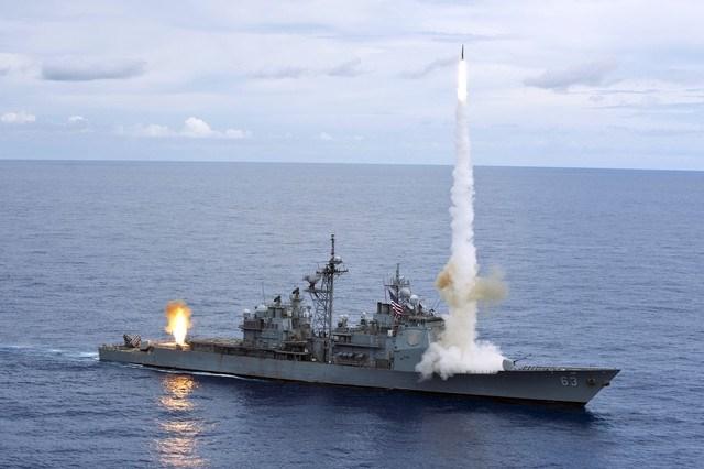 Tàu tuần dương Ticonderoga phóng tên lửa diệt mục tiêu chính xác. Ảnh: Infonet