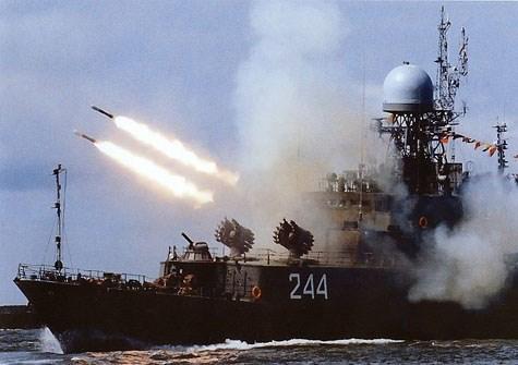 Tổ hợp bom-rocket chống ngầm RBU-6000 của Nga nã đạn kinh hoàng ngoài biển. Ảnh: Giáo dục Việt Nam