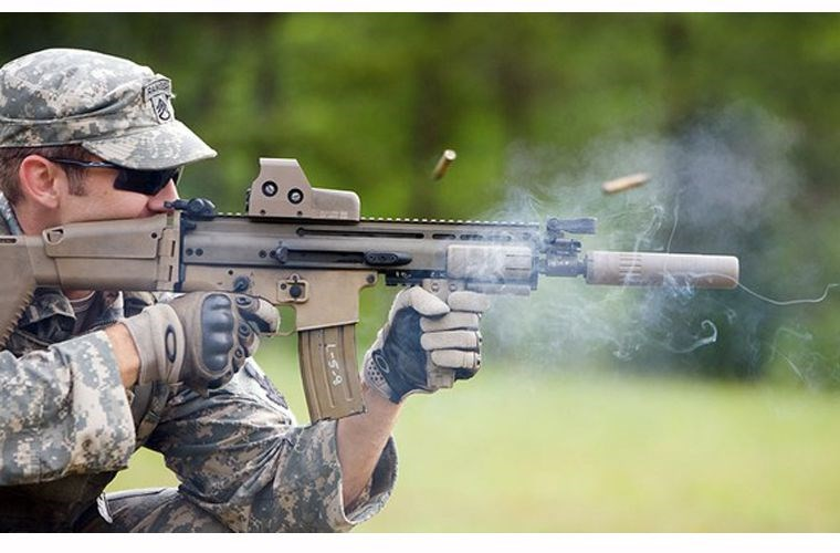 Súng trường tấn công FN SCAR. Ảnh: Kiến thức