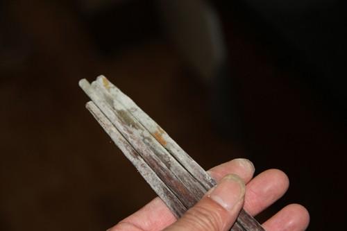 Đũa gỗ ẩm mốc còn gây ung thư. Ảnh minh họa