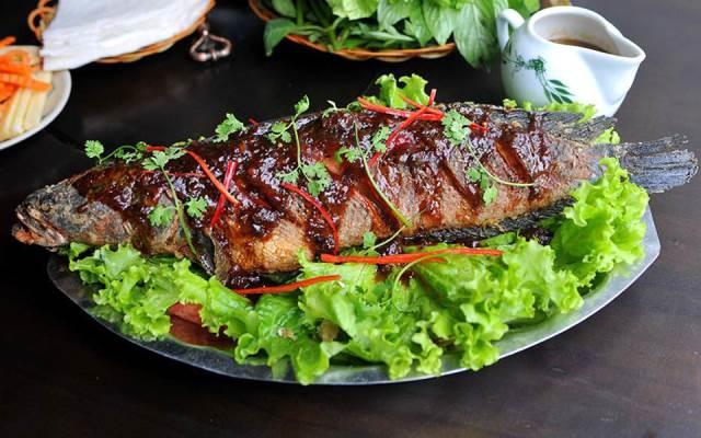 Cá nướng không nên ăn nhiều vì tiềm ẩn rất nhiều nguy cơ cho sức khỏe, nhất là đối với những người bụng dạ không tốt. Ảnh minh họa