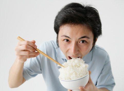 Ăn cơm nhiều sẽ tiềm ẩn nhiều nguy cơ mắc các loại bệnh hiểm nghèo. Ảnh minh họa