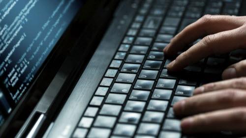 Máy tính luôn là địa chỉ để tin tặc hack lấy cắp thông tin người dùng nên cẩn trọng. Ảnh minh họa