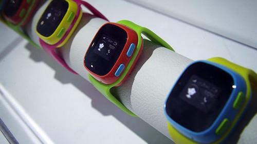 Đồng hồ thông minh có thể khiến con bạn gặp nguy hiểm vì rất có thể sẽ bị hacker. Ảnh: VnExpress