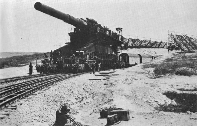 Khẩu siêu pháo Schwerer Gustav lớn nhất thế giới thời chiến tranh. Ảnh: Đại Lộ