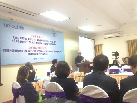 ĐBQH Dương Trung Quốc phát biểu tại Hội thảo.