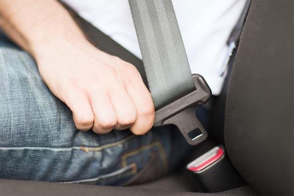 Bắt đầu từ 1/8, ngồi ô tô không thắt dây an toàn sẽ bị phạt đến 200.000 đồng. Ảnh minh họa