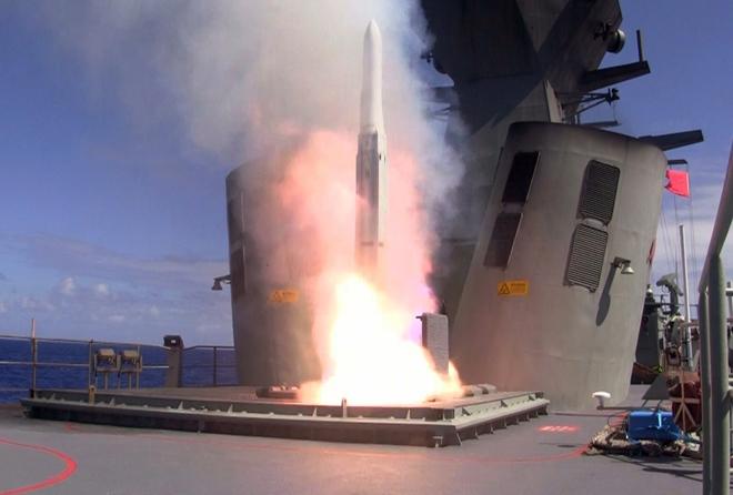 Tên lửa ESSM Block II khai hỏa trên tàu chiến. Ảnh: Giao thông