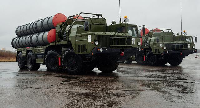 Hệ thống tên lửa S-400 của Nga. Ảnh: Dân trí/Sputnik