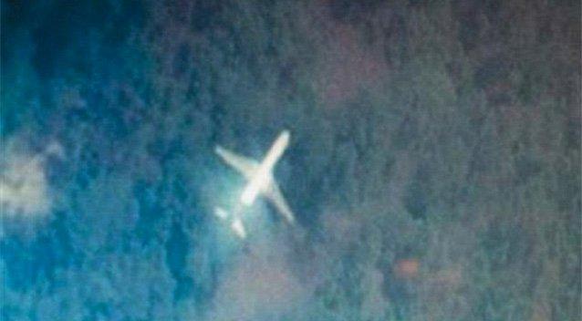 Hình ảnh chiếc máy bay còn nguyên vẹn và bên trong tách cà phê vẫn nóng hổi sau 48 năm mất tích bí ẩn.