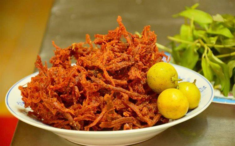 Thịt bò khô nhuốm đỏ phẩm màu 'rởm' có thể gây tử vong cần tránh xa ngày Tết - ảnh 1