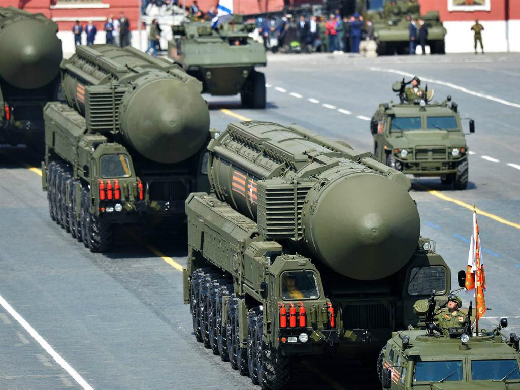 Hệ thống tên lửa đạn đạo RS-26 Rubezh lộ diện trên đường phố Nga. Ảnh: VnMedia