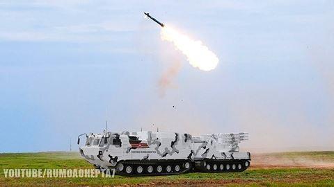 Hệ thống tên lửa Tor-M2DT khai hỏa. Ảnh: ANTĐ