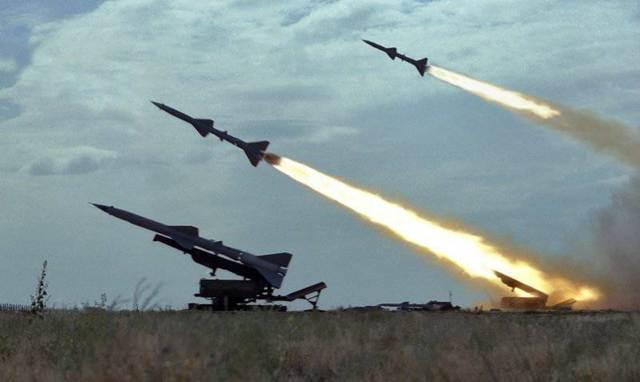 Tên lửa Nga khai hỏa. Ảnh: Đất Việt