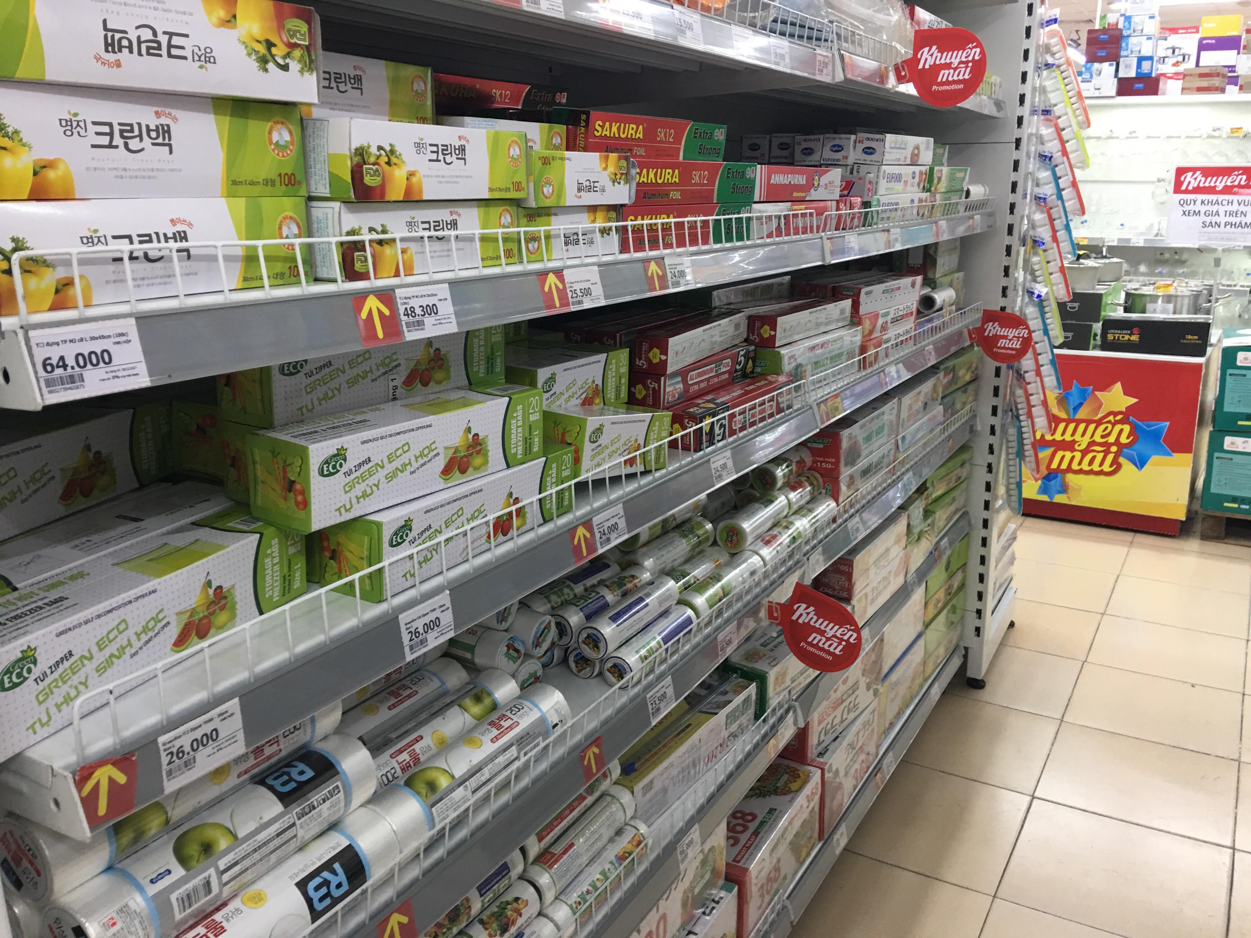 Hiện nay màng bọc thực phẩm được dùng khá phổ biến nhưng nếu dùng sai cách cũng gây hậu quả khó lường. Ảnh: Vân Thảo