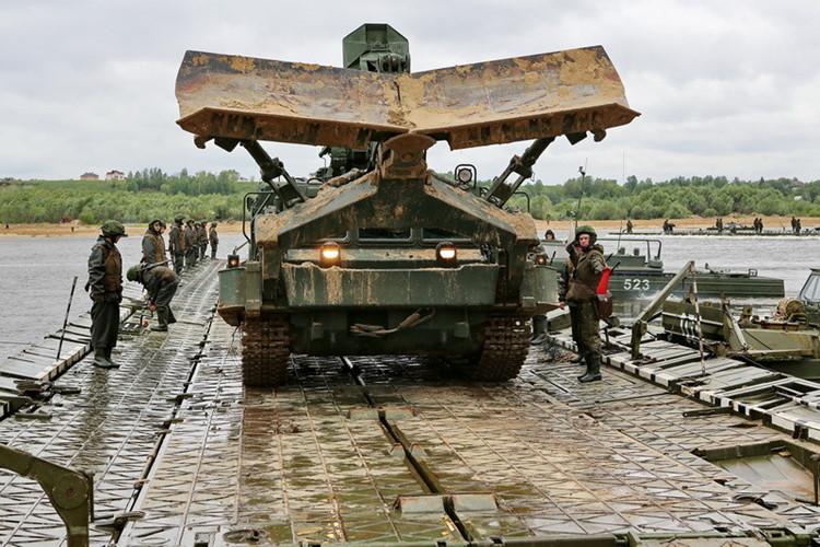 Xe công binh của Nga. Ảnh: Kiến thức