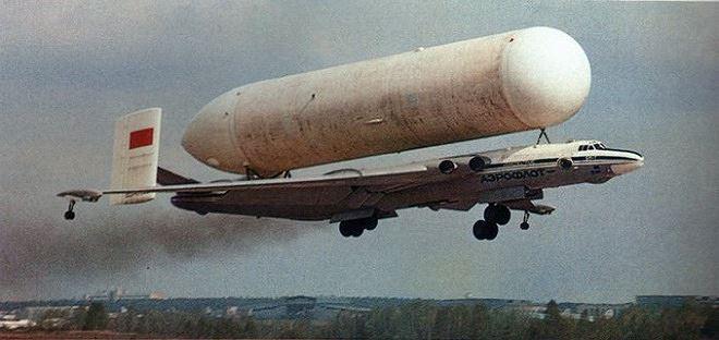 Máy bay ném bom VM-T Atlant là vũ khí khá kỳ lạ của Nga. Ảnh: ANTĐ
