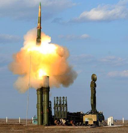 Hệ thống tên lửa S-300VM của Nga có khả năng đánh chặn cả tên lửa đang bay với tốc độ lớn. Ảnh: Đất Việt