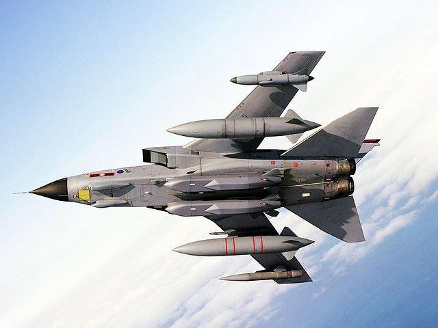Tên lửa Storm Shadow trên tiêm kích của Anh dùng để tấn công Syria. Ảnh: ANTĐ