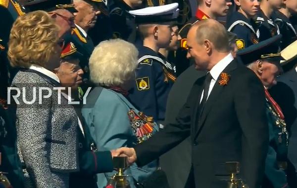 Tổng thống Nga Putin tại lễ duyệt binh. Ảnh: Zing News