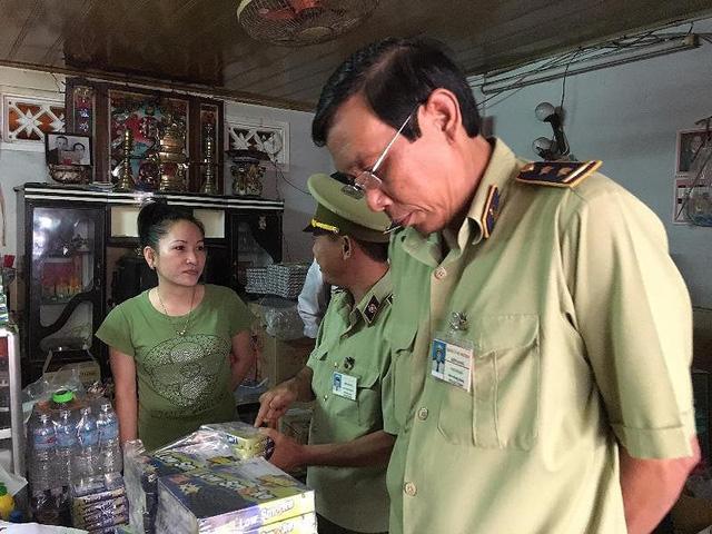 Lực lượng chức năng tỉnh Kiên Giang tịch thu hàng nghìn hộp nhang muỗi. Ảnh: PL TP.HCM