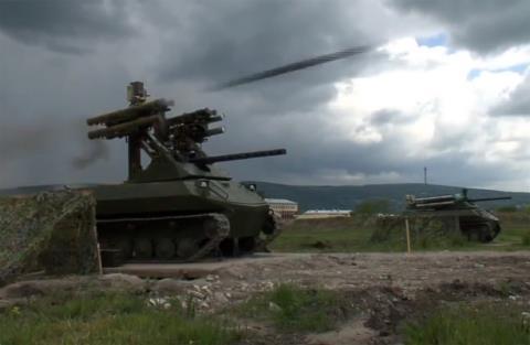 Robot quét mìn Uran-9 của Nga là vũ khí được trang bị cả tên lửa cực mạnh có thể sẽ tiếp tục tới chiến trường Syria. Ảnh: Đất Việt