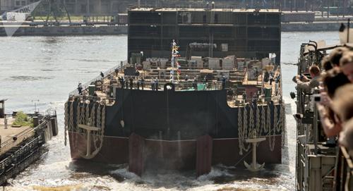 Tuy nhiên theo nhiều nhận định, nhà máy điện hạt nhân nổi không đủ sức chống chọi với sóng thần và lốc xoáy.