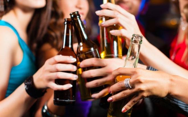 Bộ Y tế đã ra đề xuất cấm quảng cáo bia rượu trên mọi hình thức. Ảnh minh họa