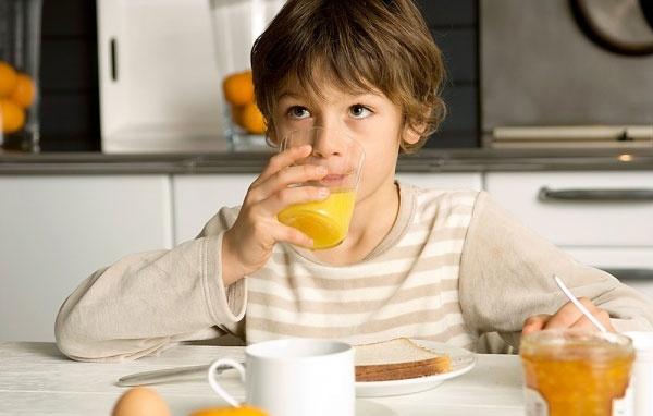 Nước cam rất tốt cho sức khỏe nhưng uống nhiều và uống sai cách cực kỳ nguy hiểm. Ảnh minh họa