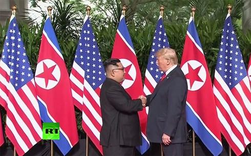 Hai nhà lãnh đạo Mỹ- Triều Tiên đã có cuộc bắt tay lịch sử. Ảnh: VOV