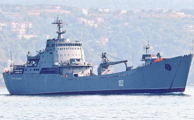 Tàu đổ bộ Nga chuyển kho vũ khí sang Syria. Ảnh: Trí thức trẻ