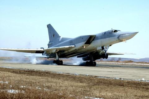 Tên lửa siêu vượt âm Kinzhal của Nga sẽ tích hợp vào máy bay ném bom Tu-22M3 sẽ trở thành vũ khí hủy diệt khủng khiếp. Ảnh: Đất Việt