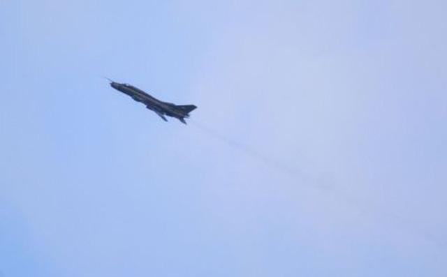 Máy bay ném bom Su-22 của Nga đang thất thủ tại Syria. Ảnh: Đất Việt