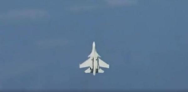 Tiêm kích Su-37 của Nga bay lượn trên bầu trời.