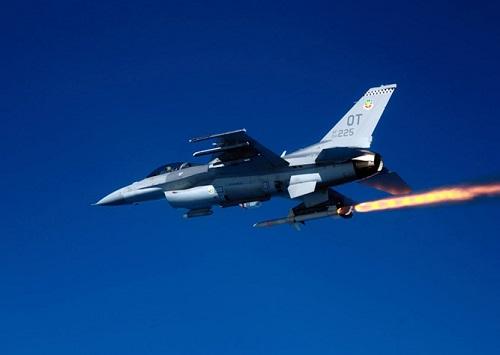 Tên lửa Mỹ được phóng trên tiêm kích của Mỹ. Ảnh: Khám phá
