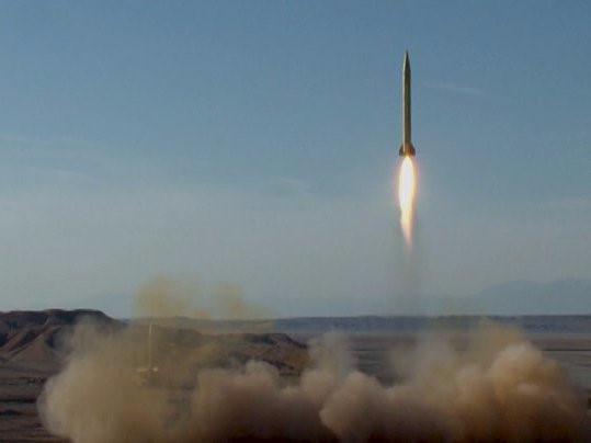 Tên lửa Iran phóng thử lần đầu tiên trong năm 2018 trước căng thẳng với Mỹ.