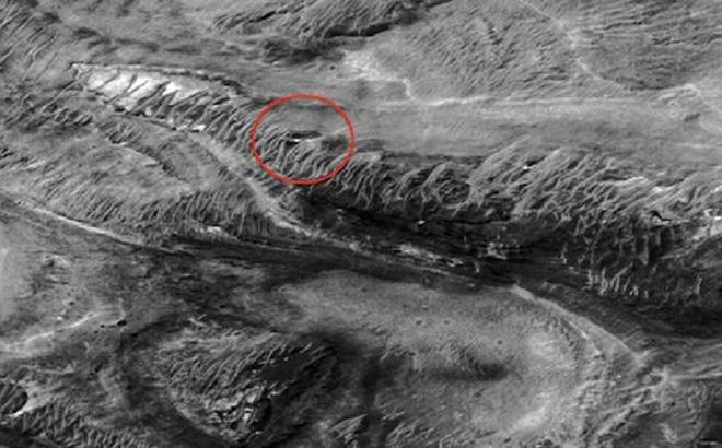 Hình ảnh được cho là căn cứ của người ngoài hành tinh trên sao hỏa được chuyên gia nghiên cứu khoa học phát hiện