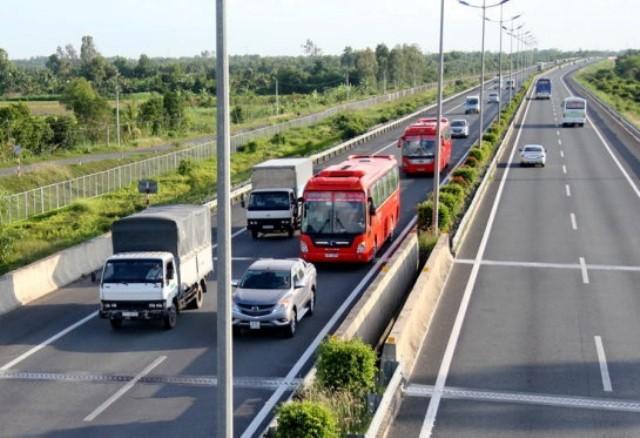 Tài xế không nên chủ quan khi lái xe ô tô trên đường cao tốc vì rất dễ gây tai nạn