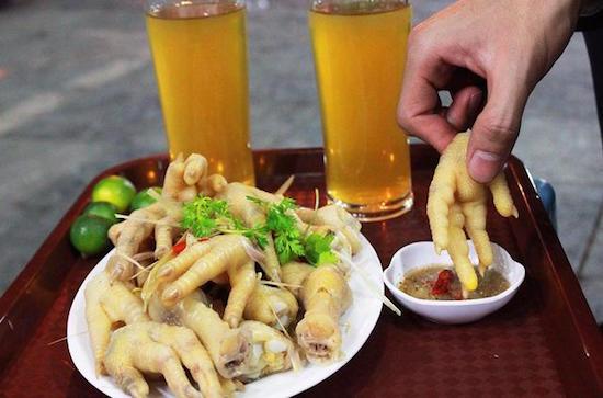 Chân gà ngâm giấm là món khoái khẩu của nhiều người nhưng nên thận trọng khi ăn