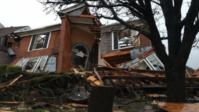 Nhà cửa bị sập hoàn toàn do lốc xoáy tấn công bang Texas (Mỹ)