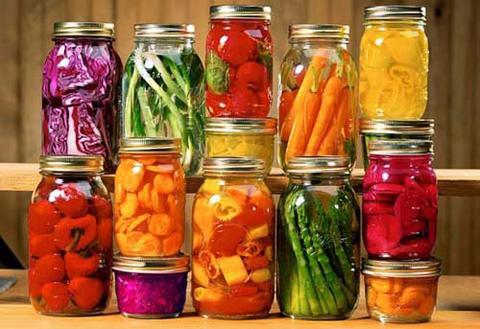 Nhiều loại thực phẩm đóng hộp ngày nay cũng không đảm bảo vệ sinh an toàn thực phẩm