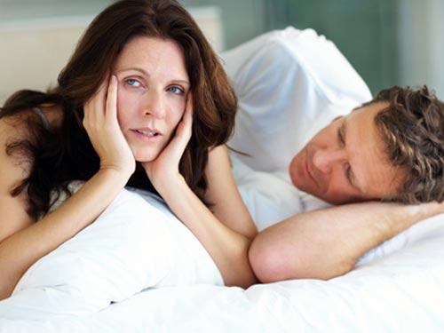 Hiện tượng mãn kinh sớm có thể xảy ra do phụ nữ thường xuyên trang điểm