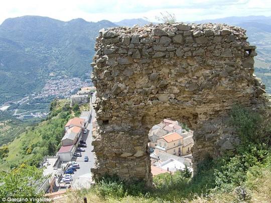 Điều lạ lùng ở thị trấn bị nguyền rủa ở Italia