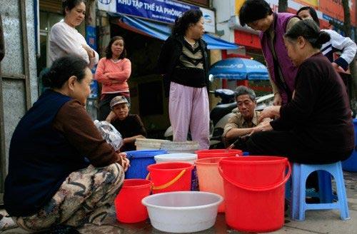 Sự cố vỡ đường ống sông Đà lần thứ 13 khiến người dân Hà Nội 'sống dở chết dở' vì mất nước